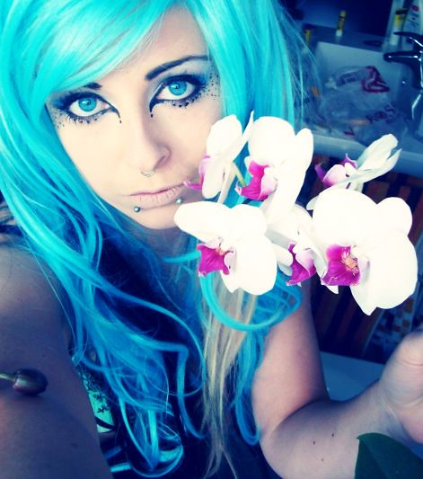 blue turquoise blonde black emo scene alternative curly wavy hair style site model
