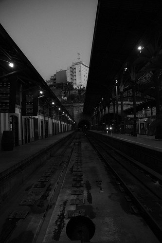 perder o comboio -  miss the train by @uroraboreal