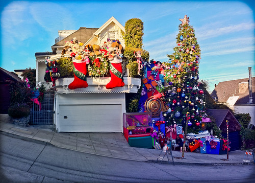 Tom and Jerry Christmas Tree House