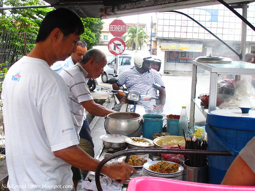 Penang famous Charcoal Char Koay Teow, Jalan Siam