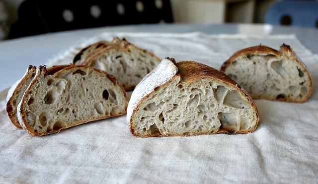 6595759777 6c861dac39 z 2012. La multe paini! cu Apa.Faina.Sare.