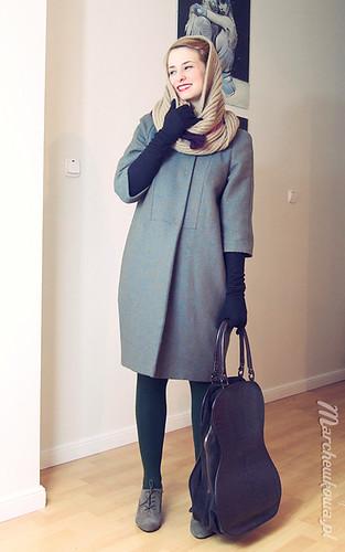 Retro coat (Burda 12/11 model #101), szafiarka, szycie, krawiectwo, płaszcz, wykrój, wełna, jodełka, żuczek, grzybek, szal, komin, H&M, torebka wiolonczela, Ochnik