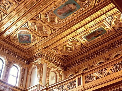 金色大廳天花板