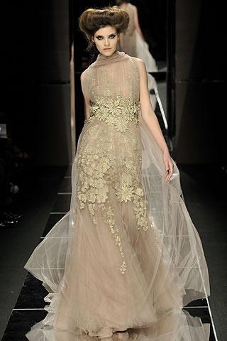 Elie-Saab-vestido-largo-transparente