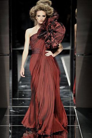 Elie-Saab-vestido-rojo-roseton