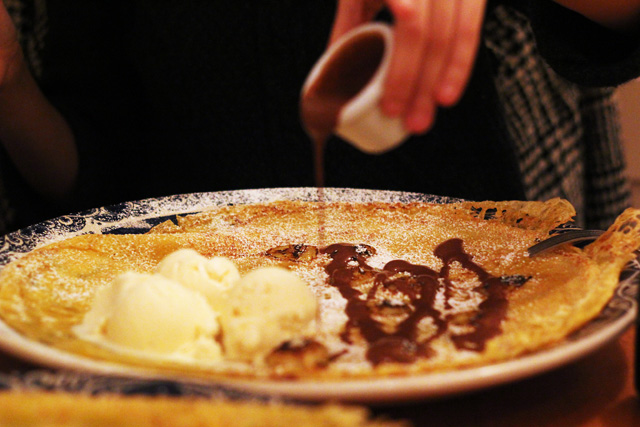 my old dutch pancakes with chocolate sauce