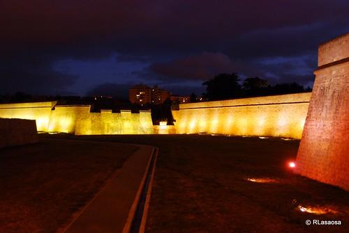 Vista del Baluarte Real de la Ciudadela con iluminación especial veraniega.