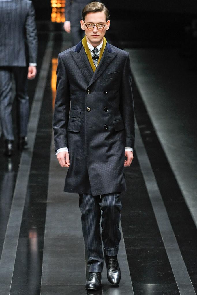 Jakob Hybholt3970_FW12 Milan Canali(VOGUE)