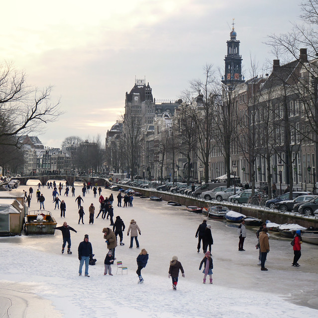 Amsterdammers sharpen their blades and hit the ice