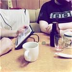 papa lernt #spotify & der boyfriend trinkt #bockbier. läuft. #Hipstamatic #Diego #Dixie
