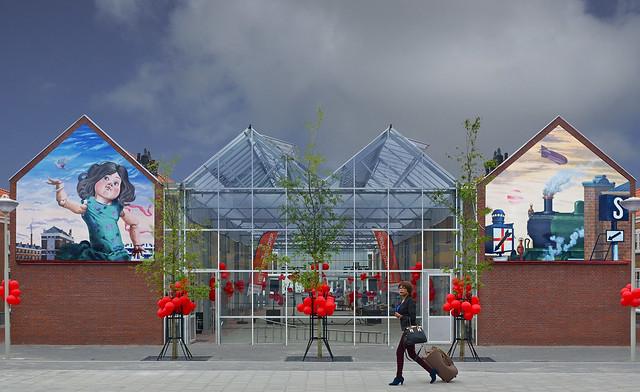 Schilderijen Berserik weer aan gevels Rode Dorp. Foto door Roel Wijnants op Flickr.