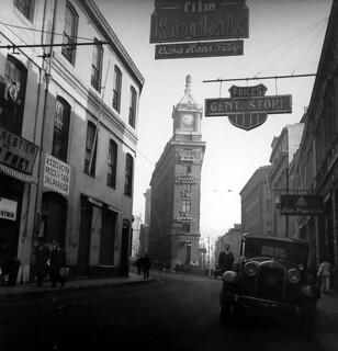 calle del puerto, Cruz de Reyes y la casa Forestier de Hans Frey  y la librería Lüer, Paye & Cía, donde compraban  los útiles de dibujo los estudiantes de Arquitectura