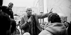 Kamal Khalil leading the chants كمال خليل