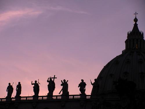 Atardece sobre la Basílica San Pedro