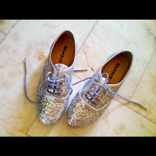 Who wants a silver glittery oxfords? Will bring 18 pairs for tom's @bloggers_united bazaar.