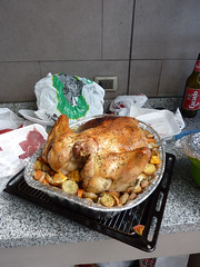 fried food(0.0), bird(0.0), meal(1.0), turkey(1.0), roasting(1.0), thanksgiving dinner(1.0), meat(1.0), hendl(1.0), produce(1.0), food(1.0), dish(1.0), cuisine(1.0), cooking(1.0),