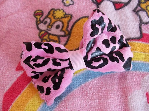 leopard printed bow