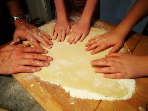 the family that bakes together...