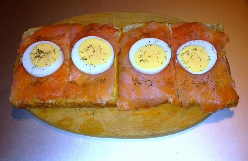 Räucherlachs auf Toast Smokey salmon on toast