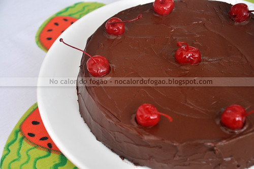 Bolo de chocolate, amêndoas e cereja II