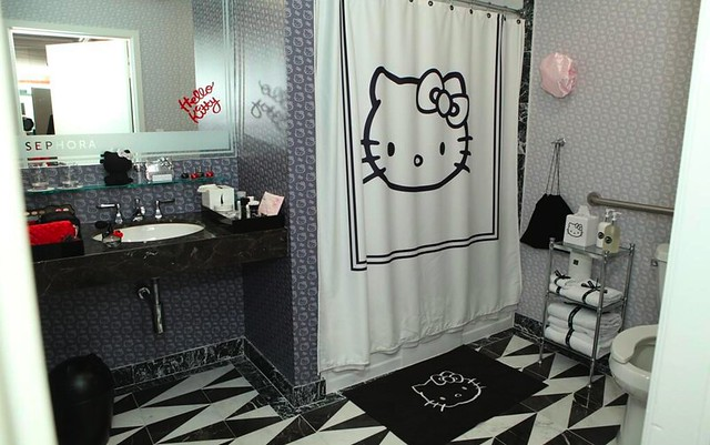 sephora-hello-kitty-noir-hotel-suite-03