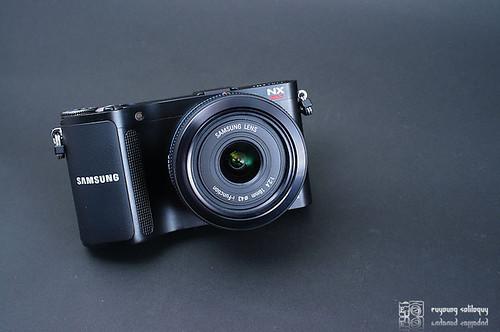 Samsung_NX200_exterior_02