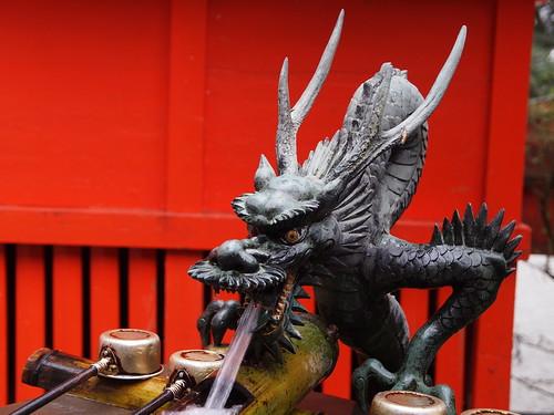 箱根神社 龍の水口