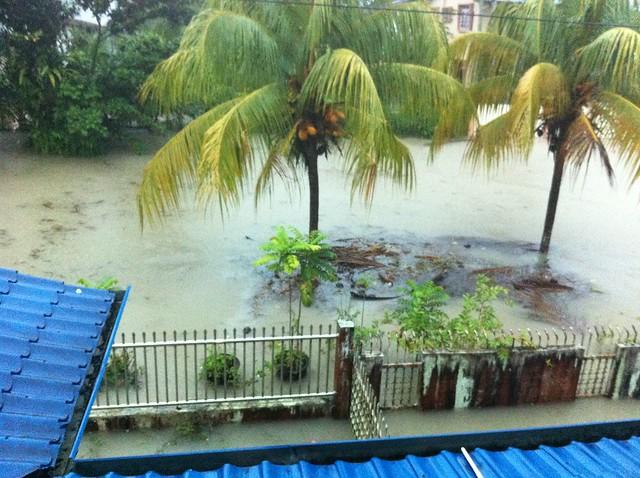 Keadaan banjir di depan rumah ku