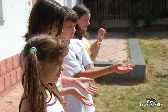 Scoala Vara 2009 Doua Fetite