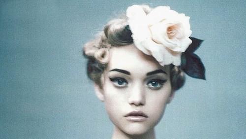 face-flower in hair