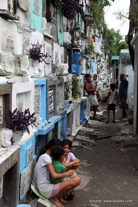 Komuniti Tanah Kubur (Filipina) (01)