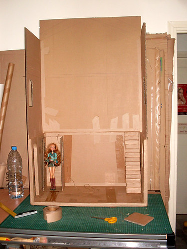 BarbieCardboardDollhouse001