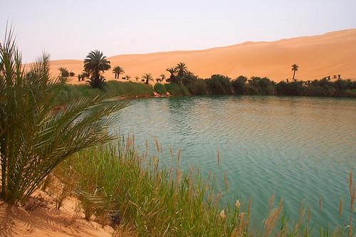 Jezero v libyjské poušti