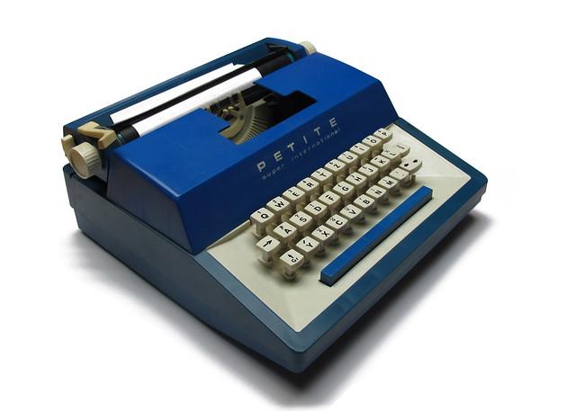 Petite toy typewriter