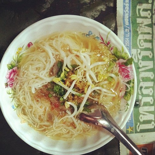 My breakfast was better than yours: khao sen nam ngiaw in Mae Hong Son