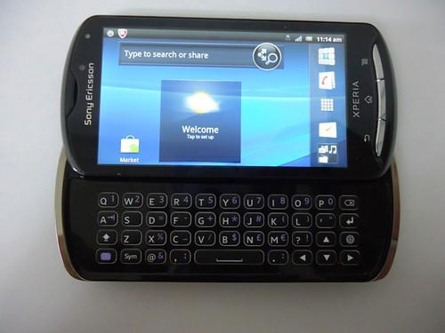 Sony Ericsson Xperia Pro (2)