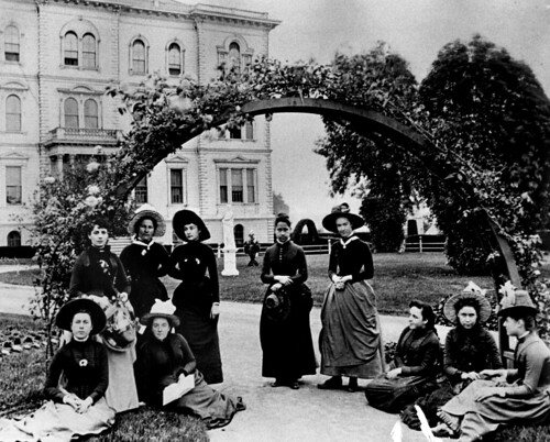 College of the Holy Names graduates, 1890.