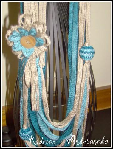 Colar lã creme e azul/verde by kideias - Artesanato