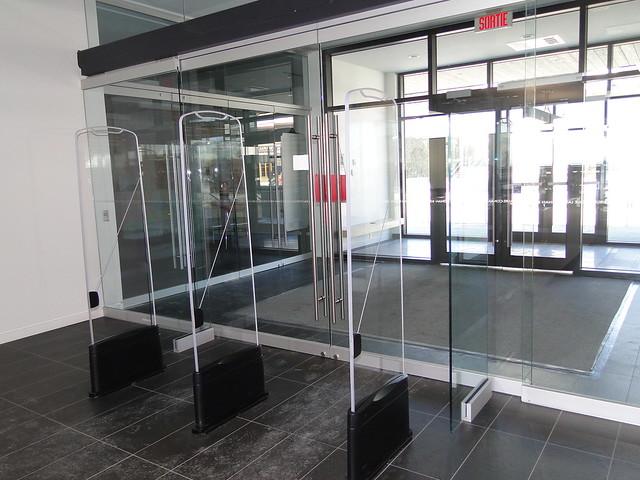 Portail antivol RFID - Bibliothèque Laure-Conan, La Malbaie, Québec, Canada