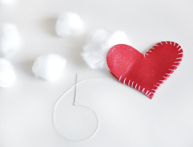 DIY leather heart keychain -10