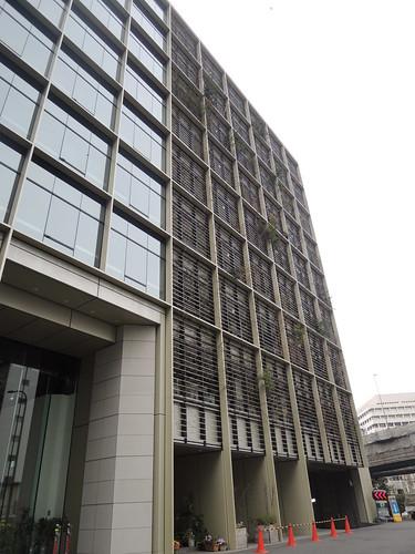 都市農業大樓外壁種植200多種植物。