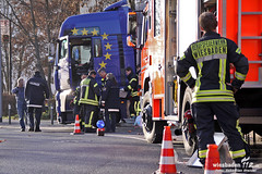 Aufgerissener LKW-Tank Innenstadt 28.11.11