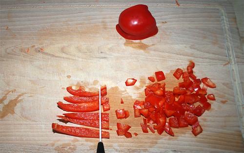16 - Paprika fein würfeln