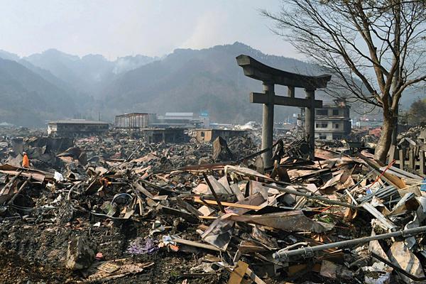torii after earthquake 2011