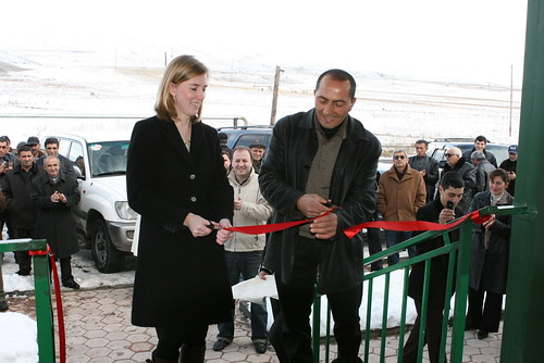 Suren Vardanyan, veterinarian and FVSC manager cuts the ribbon marking the opening of the center alongside Elizabeth Leonardi. Photo credit: Center for Agribusiness and Rural Development (CARD), Levon Movsisyan.