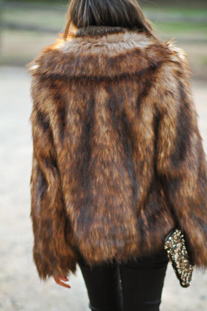 Stylemint Mulholland T Shirt, Chanel, Marc Jacobs gold watch, Topshop ambush boots, Faux Fur, Fashion Outfit,