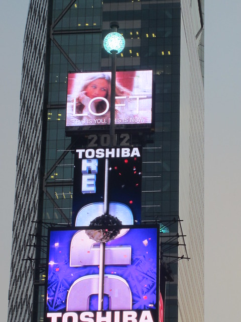Times square nyc new years eve ball drop 2011 2012