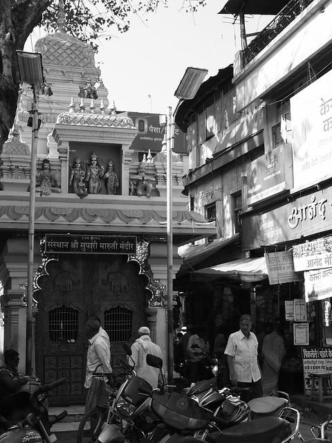 Hindu temple street. Aurangabad, Dec 2011. 2-079