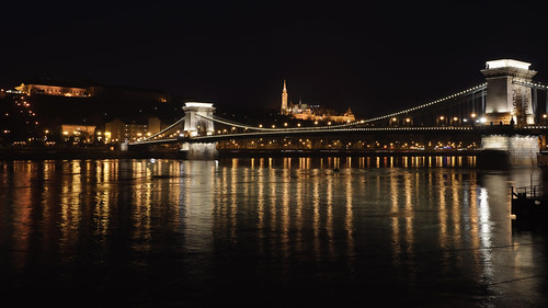 bridge water night mirror reflex nikon nightshot budapest ponte luci acqua notte specchio notturno riflesso ungheria danubio széchenyilánchíd d90 pontedellecatene nikond90 albitai
