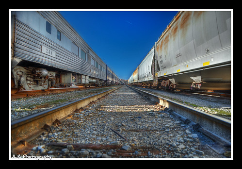 train vanishingpoint nikon rust tennessee traintracks perspective tracks rusty bluesky trains newyearseve hdr railroadtracks traincars railroadcars nashvilletn 2011 middletennessee d5000 hdraddicted jlrphotography nikond5000 worldhdr tennesseecentralrailroadmuseum